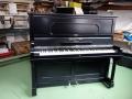 Schiedmayer Piano: Schellack abgeschliffen und neu lackiert