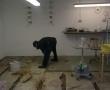 Der Boden im Lackierraum muss komplett erneuert werden